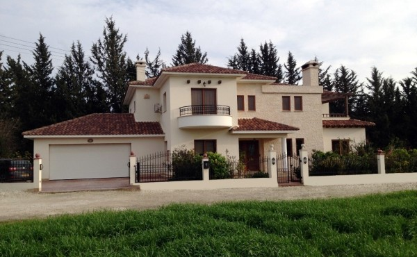 house in dromolaxia Larnaca Cyprus